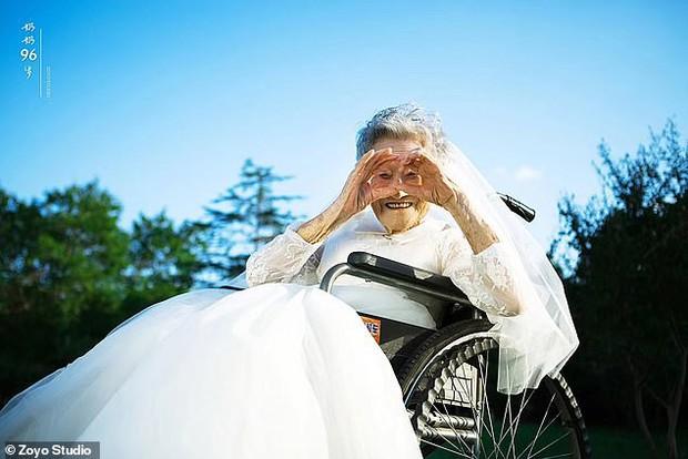 Cháu gái đóng vai ông nội, cùng bà 96 tuổi chụp ảnh cưới để hoàn thành tâm nguyện cuối cùng - Ảnh 8.