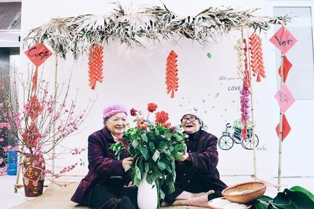 Bộ ảnh đáng yêu về hội chị em U90 đi picnic trong viện dưỡng lão: Đời có bao lâu, ta cứ vui thôi! - Ảnh 5.