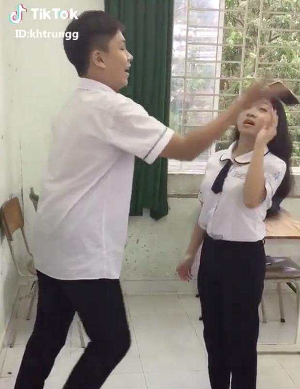 Diễn lại Hậu Duệ Mặt Trời, học sinh Sài Gòn làm vỡ iPhone X- Ảnh 5.