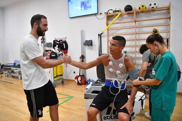 Higuain lần đầu nói lên nỗi ấm ức vì bị đá khỏi Juventus để nhường chỗ cho Ronaldo - Ảnh 1.