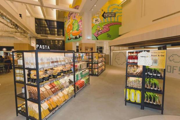 Ngắm siêu thị thông minh đầu tiên tại Singapore: Tự động 100%, đến đóng gói cũng có robot làm hộ tận cửa - Ảnh 1.
