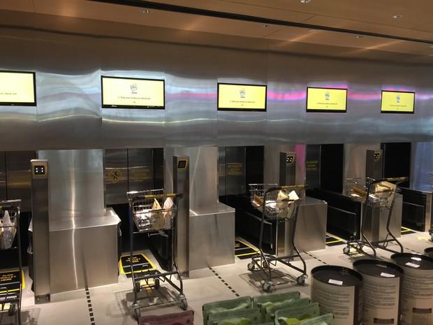 Ngắm siêu thị thông minh đầu tiên tại Singapore: Tự động 100%, đến đóng gói cũng có robot làm hộ tận cửa - Ảnh 4.