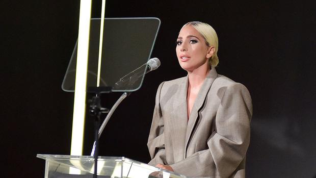 Dân tình chê bộ suit của Lady Gaga thùng thình như bao tải, cô chẳng đoái hoài và lặng lẽ giải thích ý nghĩa - Ảnh 4.