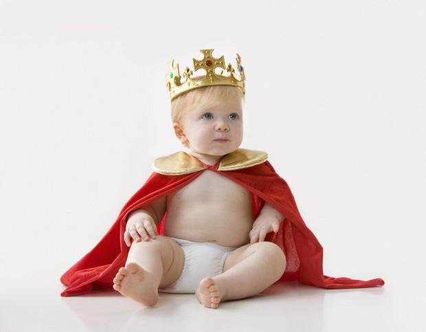 Sinh ra là em bé ngậm thìa bạc nhưng con của Meghan sẽ có cuộc sống khác biệt so với Hoàng tử George - Ảnh 1.