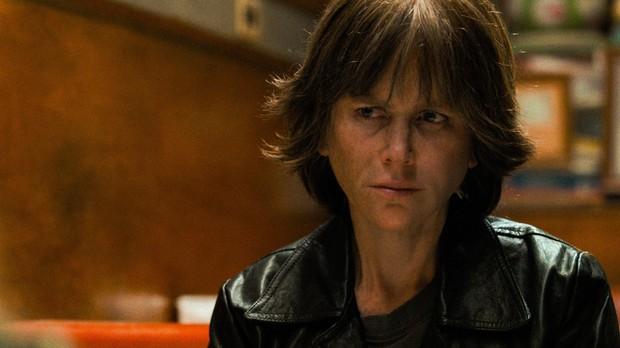 Fan còn chưa hết sốc vì tạo hình mẹ già, thiên nga Úc Nicole Kidman đã táo tợn bắt cướp trong trailer Destroyer - Ảnh 3.