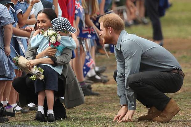 Sinh ra là em bé ngậm thìa bạc nhưng con của Meghan sẽ có cuộc sống khác biệt so với Hoàng tử George - Ảnh 3.