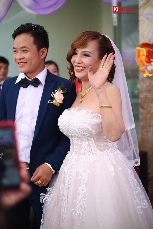 Chú rể 26 lấy vợ 62 tuổi: Lấy vợ xong, bị nhiều người gọi là mắt lươn nên đi nhấn mí - Ảnh 6.