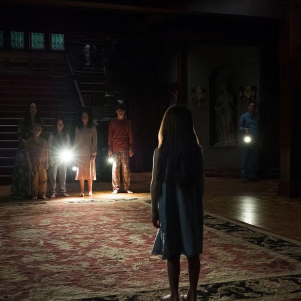 Khán giả nôn mửa, khóc lóc và mất ngủ khi xem series kinh dị nhất Netflix The Haunting of Hill House - Ảnh 8.