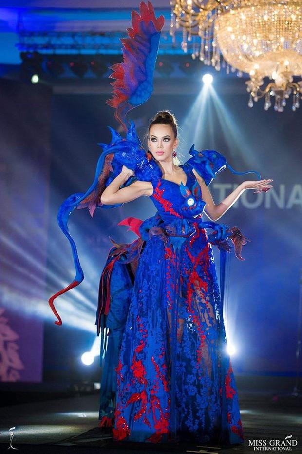 Chính thức: Phương Nga lọt top 5 bộ trang phục dân tộc được bình chọn nhiều nhất tại Miss Grand International 2018 - Ảnh 5.