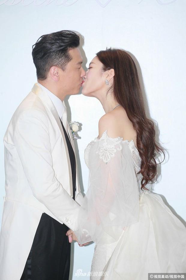 Hoa hậu ân ái trong ô tô tổ chức đám cưới đổi đời với đại gia Hong Kong, đeo nhẫn kim cương 5 tỷ trên tay - Ảnh 14.