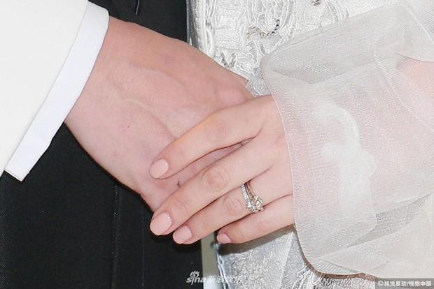 Hoa hậu ân ái trong ô tô tổ chức đám cưới đổi đời với đại gia Hong Kong, đeo nhẫn kim cương 5 tỷ trên tay - Ảnh 12.