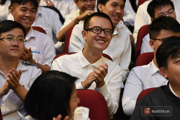 Bộ Giáo dục và Đào tạo tuyên dương 33 học sinh THPT đoạt giải Olympic và cuộc thi Khoa học, Kỹ thuật quốc tế - Ảnh 2.