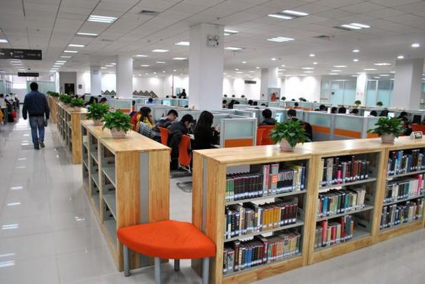 Mê mệt với vẻ đẹp tựa tranh vẽ của ngôi trường được mệnh dành là Đại học hoa anh đào ở Trung Quốc - Ảnh 8.