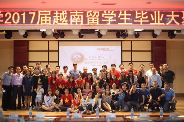 Mê mệt với vẻ đẹp tựa tranh vẽ của ngôi trường được mệnh dành là Đại học hoa anh đào ở Trung Quốc - Ảnh 10.