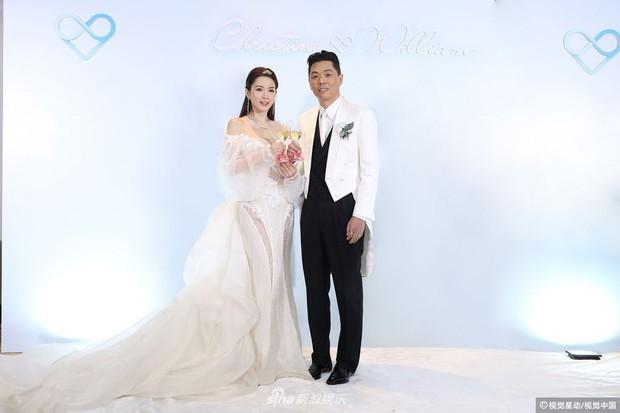 Hoa hậu ân ái trong ô tô tổ chức đám cưới đổi đời với đại gia Hong Kong, đeo nhẫn kim cương 5 tỷ trên tay - Ảnh 2.