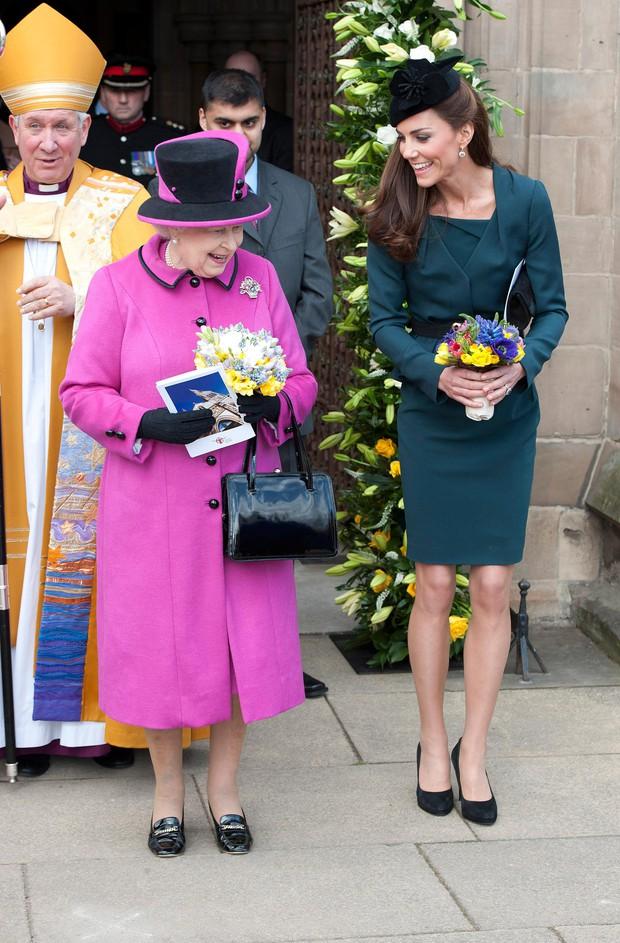 Tinh tế như Công nương Kate: chọn quần tất cũng là nghệ thuật, vừa tự nhiên khó phát hiện lại vừa không lo tuột giày - Ảnh 1.