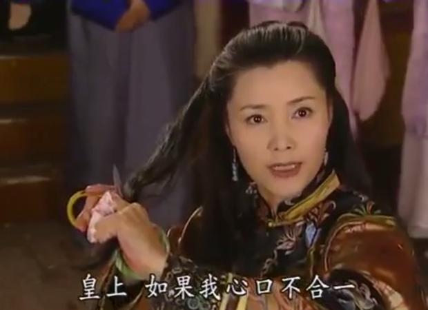 Cắt tóc 2 lần vẫn bình an vô sự, Kế hậu của Hoàn Châu Cách Cách quả là khiến Nhàn phi Diên Hi Công Lược muôn phần ghen tị - Ảnh 11.