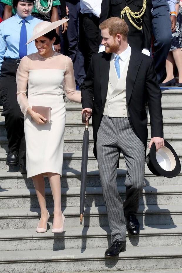 Tinh tế như Công nương Kate: chọn quần tất cũng là nghệ thuật, vừa tự nhiên khó phát hiện lại vừa không lo tuột giày - Ảnh 2.