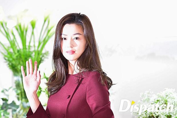 Màn đọ sắc hiếm hoi của 3 đại mỹ nhân: Jeon Ji Hyun lộ chân xương xẩu, Kim Hee Sun quá đẹp bên Hoa hậu ngực khủng - Ảnh 5.