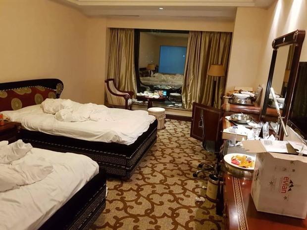 Chùm ảnh: Những căn phòng khách sạn biến thành bãi rác khiến nhân viên cũng nổi da gà - Ảnh 4.