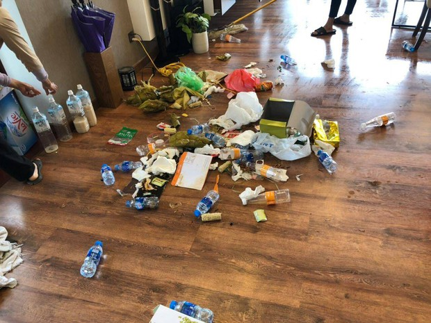 Chùm ảnh: Những căn phòng khách sạn biến thành bãi rác khiến nhân viên cũng nổi da gà - Ảnh 6.