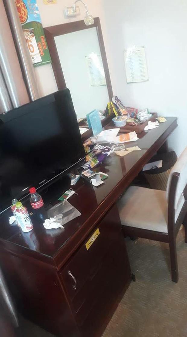 Chùm ảnh: Những căn phòng khách sạn biến thành bãi rác khiến nhân viên cũng nổi da gà - Ảnh 8.
