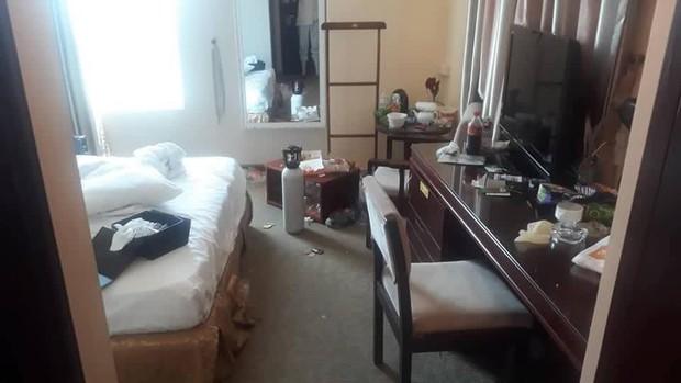 Chùm ảnh: Những căn phòng khách sạn biến thành bãi rác khiến nhân viên cũng nổi da gà - Ảnh 1.