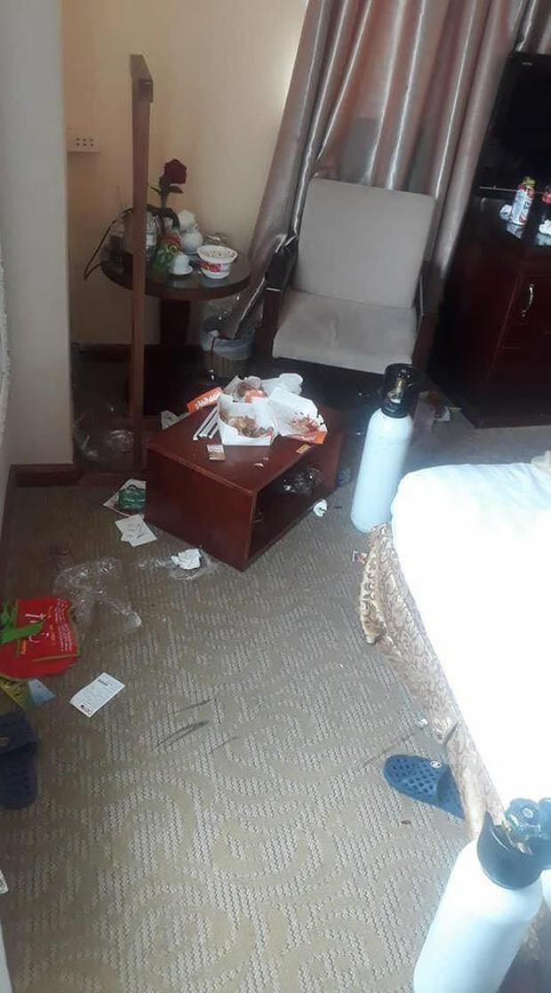 Chùm ảnh: Những căn phòng khách sạn biến thành bãi rác khiến nhân viên cũng nổi da gà - Ảnh 11.