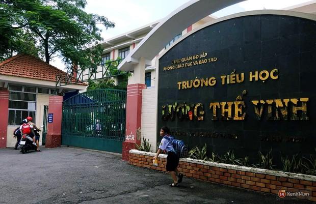 Đình chỉ công tác thầy giáo ở Sài Gòn tát và đá học sinh lớp 5, xem xét trách nhiệm Ban giám hiệu trường - Ảnh 2.