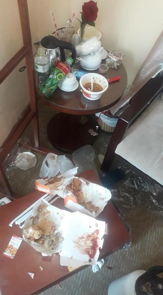 Chùm ảnh: Những căn phòng khách sạn biến thành bãi rác khiến nhân viên cũng nổi da gà - Ảnh 2.