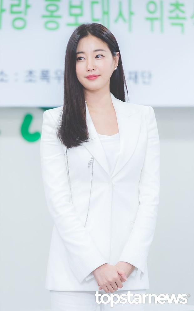 Màn đọ sắc hiếm hoi của 3 đại mỹ nhân: Jeon Ji Hyun lộ chân xương xẩu, Kim Hee Sun quá đẹp bên Hoa hậu ngực khủng - Ảnh 13.