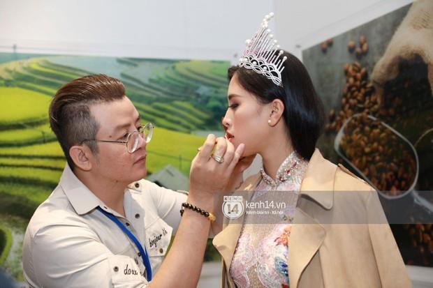 ĐỘC QUYỀN: Hé lộ hình ảnh đầu tiên của Hoa hậu Tiểu Vy, Hoàng Thùy và Quang Đại tại sự kiện ra mắt xe hơi VinFast - Ảnh 1.