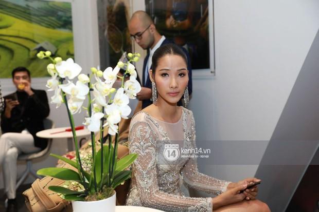 ĐỘC QUYỀN: Hé lộ hình ảnh đầu tiên của Hoa hậu Tiểu Vy, Hoàng Thùy và Quang Đại tại sự kiện ra mắt xe hơi VinFast - Ảnh 4.