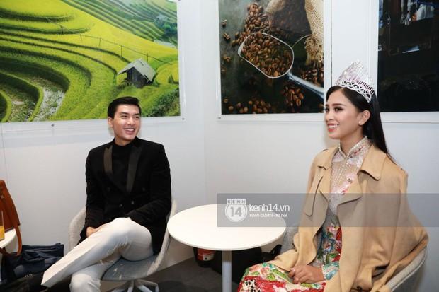 ĐỘC QUYỀN: Hé lộ hình ảnh đầu tiên của Hoa hậu Tiểu Vy, Hoàng Thùy và Quang Đại tại sự kiện ra mắt xe hơi VinFast - Ảnh 3.