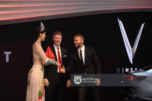 Hoa hậu Tiểu Vy diện váy dạ hội nổi bật, cực xinh đẹp trong sự kiện ra mắt ô tô VINFAST tại Paris - Ảnh 13.