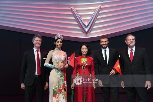 Hoa hậu Tiểu Vy diện váy dạ hội nổi bật, cực xinh đẹp trong sự kiện ra mắt ô tô VINFAST tại Paris - Ảnh 11.