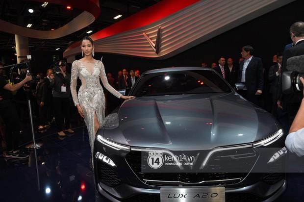 Hoàng Thùy diện váy lộng lẫy, Quang Đại điển trai tại sự kiện ra mắt xe của VINFAST tại Paris Motor Show - Ảnh 8.