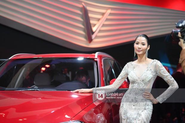 Hoàng Thùy diện váy lộng lẫy, Quang Đại điển trai tại sự kiện ra mắt xe của VINFAST tại Paris Motor Show - Ảnh 16.