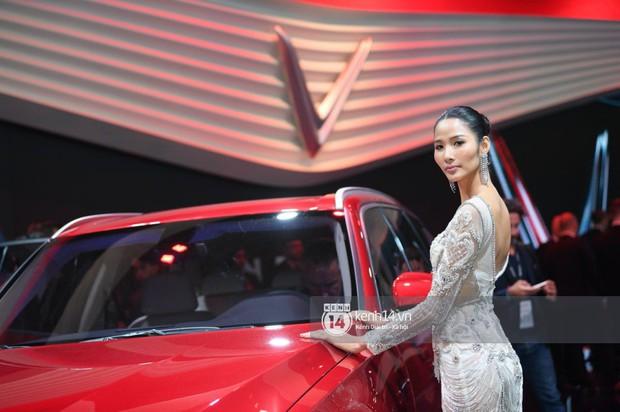 Hoàng Thùy diện váy lộng lẫy, Quang Đại điển trai tại sự kiện ra mắt xe của VINFAST tại Paris Motor Show - Ảnh 18.