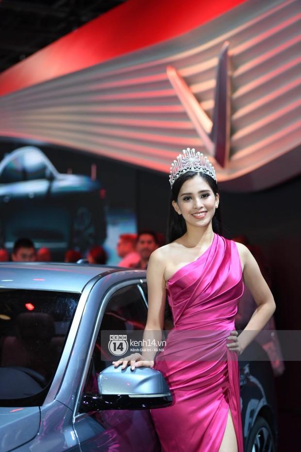 Hoa hậu Tiểu Vy diện váy dạ hội nổi bật, cực xinh đẹp trong sự kiện ra mắt ô tô VINFAST tại Paris - Ảnh 1.