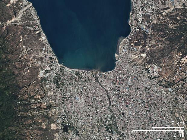Bộ ảnh trước - sau này sẽ cho bạn thấy trận động đất khiến ít nhất 1.200 người chết ở Palu, Indonesia khủng khiếp như thế nào - Ảnh 1.