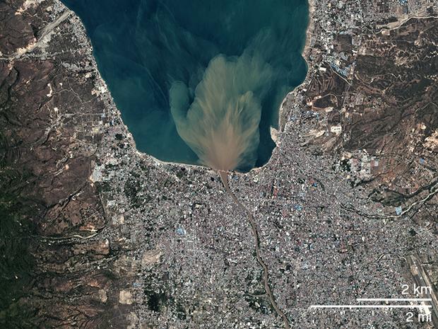Bộ ảnh trước - sau này sẽ cho bạn thấy trận động đất khiến ít nhất 1.200 người chết ở Palu, Indonesia khủng khiếp như thế nào - Ảnh 2.