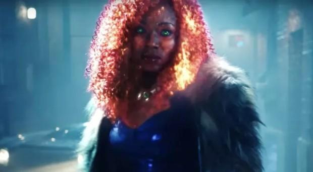 Đội anh hùng teen Titans lại gây nhức mắt vì tạo hình xấu phát hờn của Starfire - Ảnh 4.