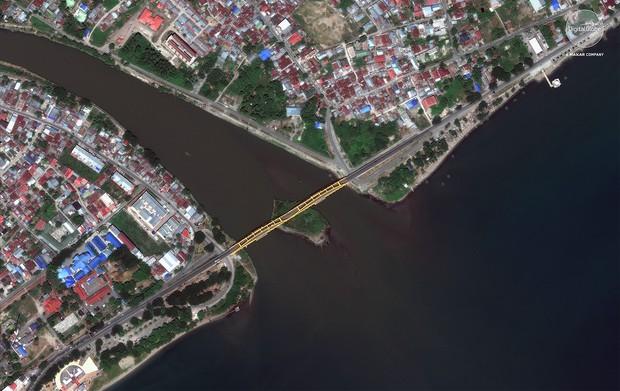 Bộ ảnh trước - sau này sẽ cho bạn thấy trận động đất khiến ít nhất 1.200 người chết ở Palu, Indonesia khủng khiếp như thế nào - Ảnh 6.