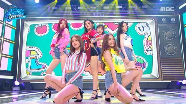 Chỉ 5 tháng sau debut, girlgroup mới nổi nhà Cube đã có loạt sân khấu cover toàn hit khủng của tiền bối - Ảnh 9.