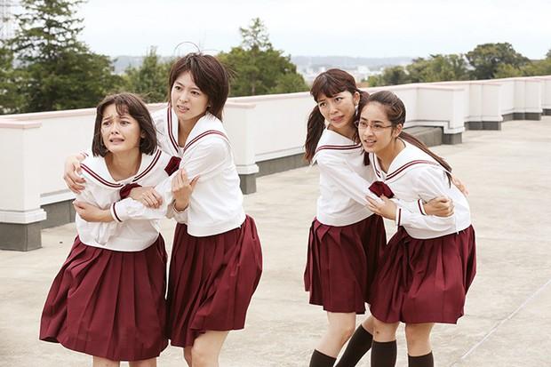 Phim học đường đen tối Girls in the Dark: Màn đấu đá đầy chết chóc giữa nhóm nữ sinh - Ảnh 6.