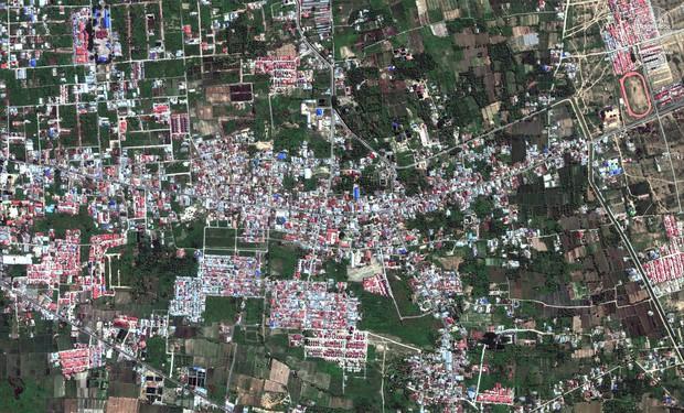 Bộ ảnh trước - sau này sẽ cho bạn thấy trận động đất khiến ít nhất 1.200 người chết ở Palu, Indonesia khủng khiếp như thế nào - Ảnh 10.