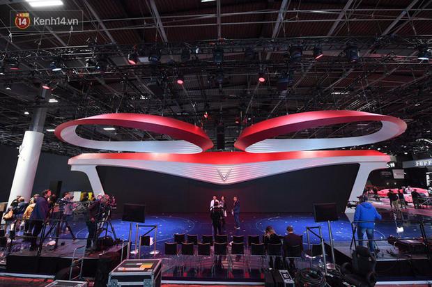 Lộ diện hình ảnh gian hàng và sân khấu khủng của VinFast tại Paris Motor Show 2018 - Ảnh 2.