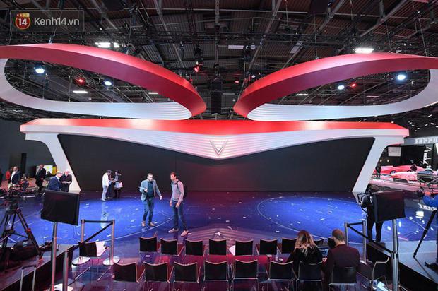 Lộ diện hình ảnh gian hàng và sân khấu khủng của VinFast tại Paris Motor Show 2018 - Ảnh 1.