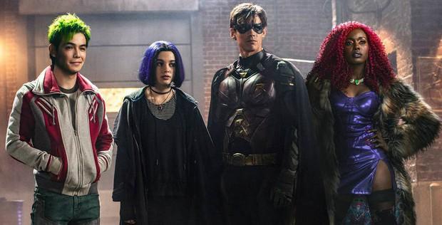 Đội anh hùng teen Titans lại gây nhức mắt vì tạo hình xấu phát hờn của Starfire - Ảnh 2.